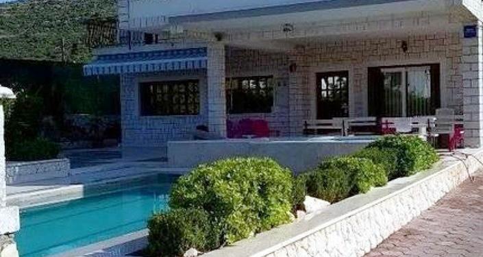 Villa Annie, Marina